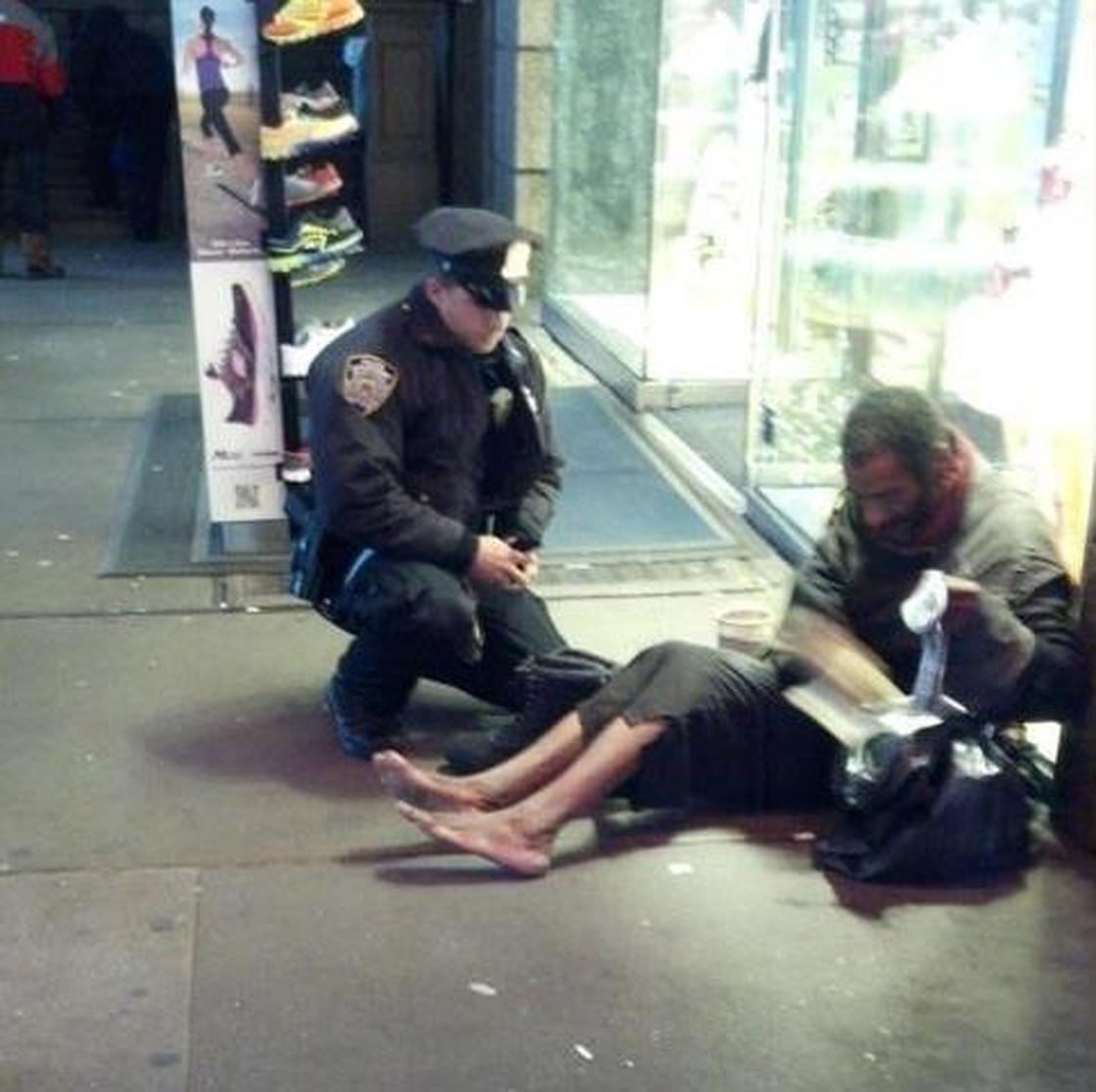 Police officer, Larry DePrimo, gives shoes to Jeffrey Hillman (source: NPR / NYPD)
